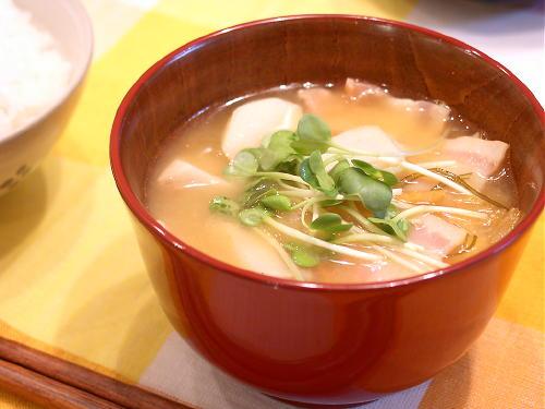 キムチと里芋の味噌汁レシピ