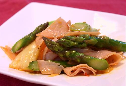 アスパラとハムのキムチ炒めレシピ