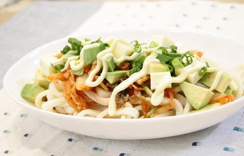 今日のキムチ料理レシピ:アボカドキムチうどん