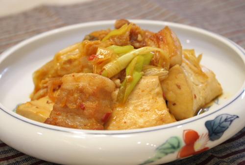 今日のキムチ料理レシピ:豚バラ肉と焼き豆腐のキムチ煮