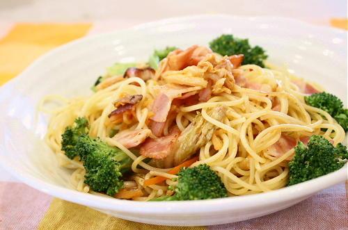 今日のキムチ料理レシピ:ブロッコリーとベーコンのキムチパスタ
