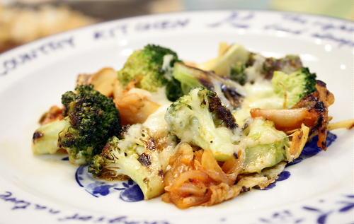 今日のキムチ料理レシピ:焼ブロッコリーとキムチのチーズ焼き