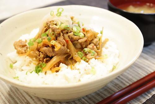 今日のキムチ料理レシピ:豚ごぼうキムチ丼