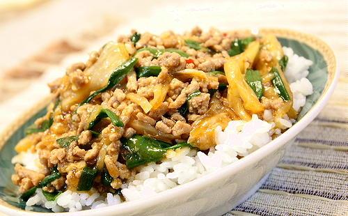 豚ひき肉とキムチのあんかけ丼レシピ