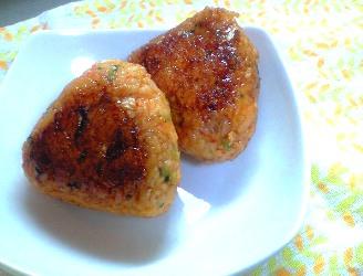 キムチの甘辛しょうゆ焼きおにぎりレシピ