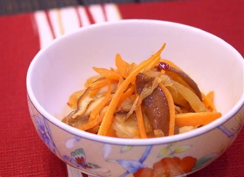 椎茸とにんじんのキムチサラダ