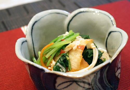 今日のキムチ料理レシピ:ほうれん草とえのきのキムチ和え