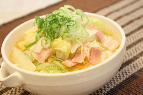 今日のキムチ料理レシピ:ベーコンと白菜のピリ辛スープご飯