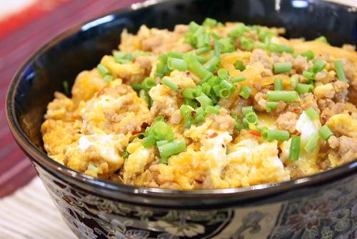 今日のキムチ料理レシピ:ひき肉とキムチの卵とじ丼
