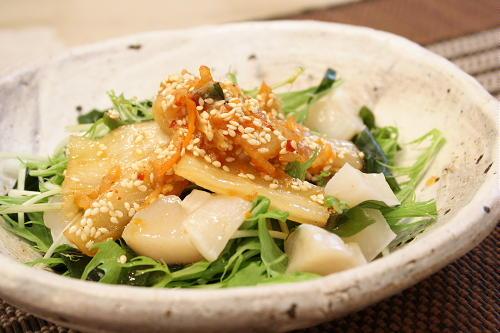 今日のキムチ料理レシピ:わかめとほたてのキムチサラダ