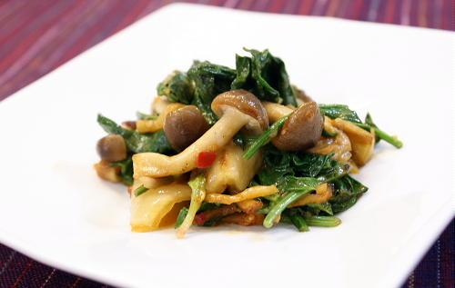 今日のキムチ料理レシピ:ほうれん草とキムチのクリーム炒め