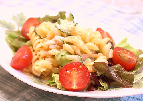 キムチマカロニサラダ (シーザーサラダ風味)レシピ
