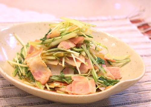 ベーコンと水菜のキムチ煮レシピ