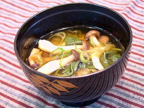 モロヘイヤとしめじのキムチスープレシピ