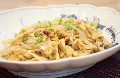 今日のキムチ料理レシピ:もやしとタケノコのキムチ炒め