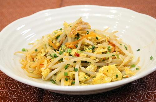 今日のキムチ料理レシピ:もやしと卵のキムチ炒め