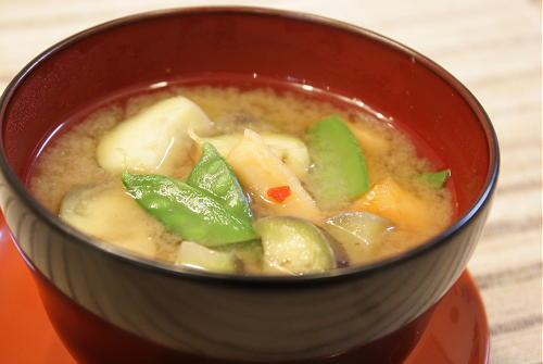 茄子と大根キムチの味噌汁レシピ