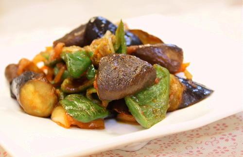 今日のキムチ料理レシピ:ピーマンとなすのケチャキムチ炒め