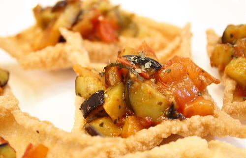 今日のキムチ料理レシピ:茄子とキムチの春巻きのせ