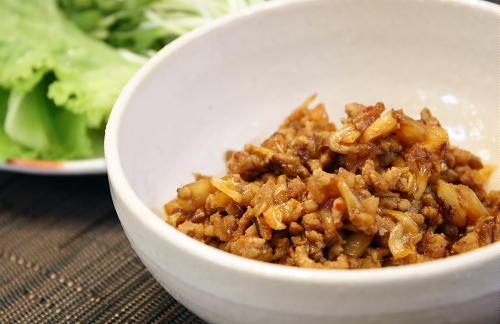今日のキムチ料理レシピ:キムチ肉味噌のレタス包み