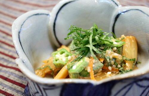 今日のキムチ料理レシピ:オクラとキムチのごま風味和え
