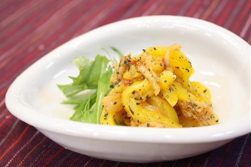 今日のキムチ料理レシピ:バジル風味のパプリカとキムチのマリネ