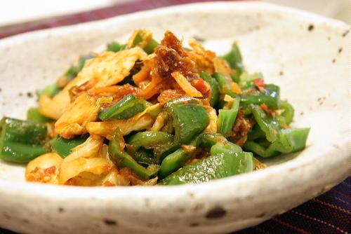 今日のキムチ料理レシピ:ピーマンとキムチのおかか炒め