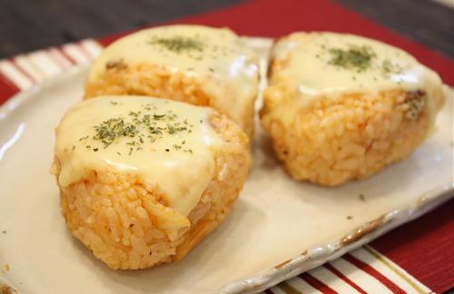 今日のキムチ料理レシピ:キムチピザおにぎり