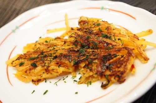 今日のキムチ料理レシピ:ピリ辛ポテトガレット