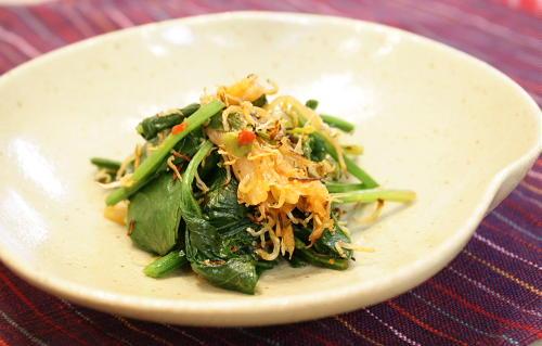今日のキムチ料理レシピ:カリカリしらすとほうれん草のキムチ炒め