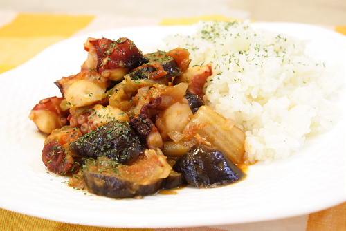今日のキムチ料理レシピ:タコと茄子のキムチトマト煮込み