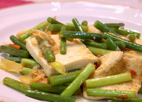 豆腐とにんにくの芽のオイスターキムチ炒めレシピ