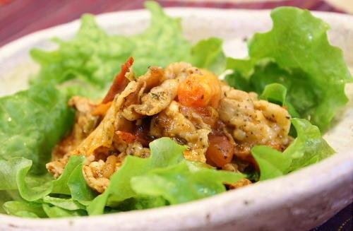 今日のキムチ料理レシピ:豚肉とトマトのキムチバジル焼き