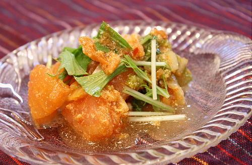 今日のキムチ料理レシピ:キムチチーズ風味のトマトサラダ