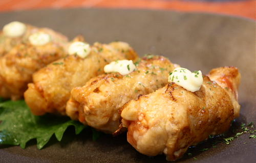 今日のキムチ料理レシピ:トマトとキムチの豚肉巻き