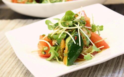 今日のキムチ料理レシピ:トマトときゅうりのキムチドレッシング