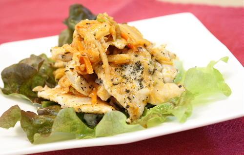 今日のキムチ料理レシピ:バジル風味のササミのキムチ和え