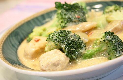 鶏肉とブロッコリーのキムチミルクスープレシピ