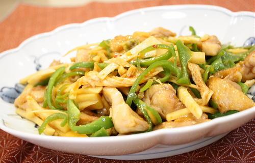 今日のキムチ料理レシピ:鶏肉とピーマンのキムチ炒め