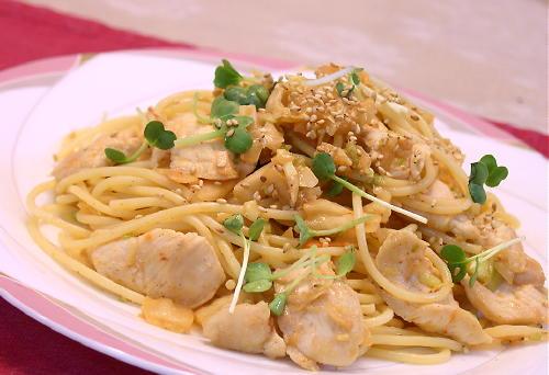 鶏肉とキムチのごま風味パスタレシピ