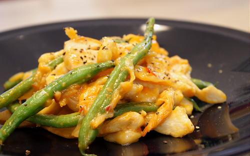 今日のキムチ料理レシピ:鶏肉とキムチのマヨネーズ炒め