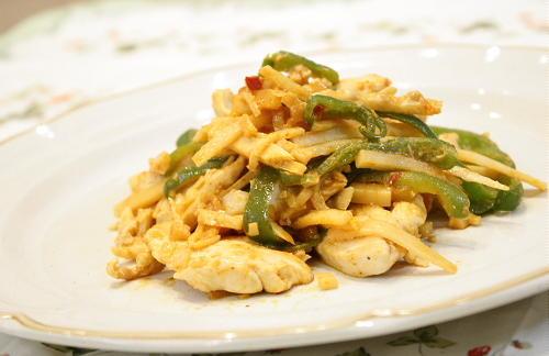 今日のキムチ料理レシピ:鶏肉とたけのこのピリ辛炒め