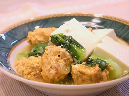 キムチ入り鶏だんごと豆腐の煮物レシピ