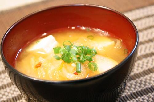 今日のキムチ料理レシピ:豆腐とキムチの味噌汁