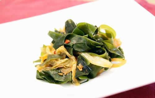 今日のキムチ料理レシピ:わかめとキムチのガーリック炒め