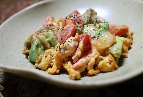 今日のキムチ料理レシピ:アボカドとキムチの卵炒め
