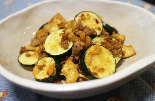 今日のキムチ料理レシピ:ズッキーニのキムチひき肉炒め