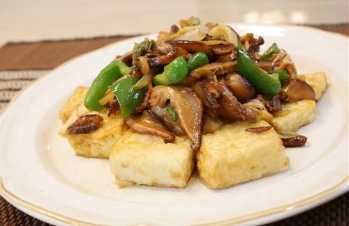 今日のキムチ料理レシピ:揚げ豆腐とキムチの甘辛炒め