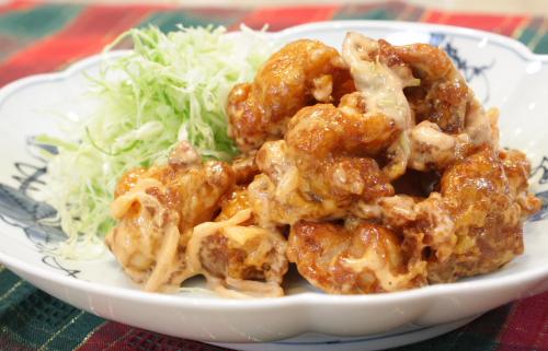 今日のキムチ料理レシピ:揚げ鶏肉のキムチマヨネーズ和え