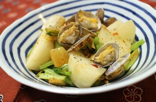 今日のキムチ料理レシピ:あさりとカブとキムチのバター蒸し